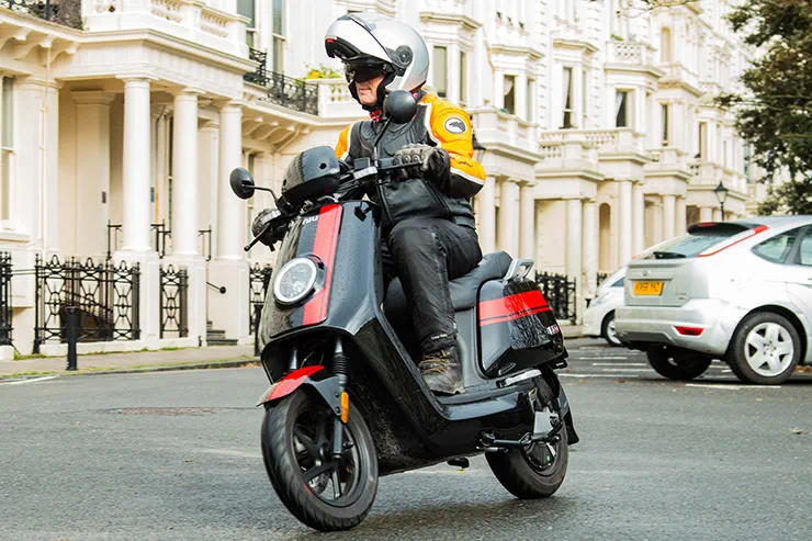 How to choose between scooter and bike